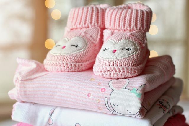 赤ちゃんのブーツと服